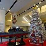 新宿ピカデリーの宇宙戦艦ヤマト模型とツリー